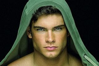 """Masculine Beauty. Muskulöse Körper, ausdrucksstarke Gesichter und ästhetische Posen - das sind die Geheimnisse von David Vances Fotografien. Jetzt ist sein neuer Bildband """"Masculine Beauty"""" erschienen"""