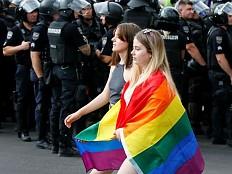 Ukraine - Kiew: Tausende feiern CSD unter Polizeischutz