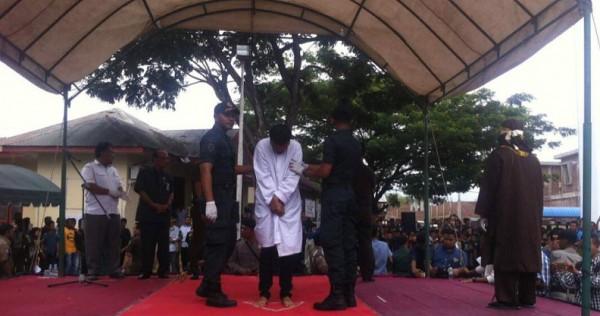 Indonesien: Folterstrafe gegen mutmaßliche Schwule vollstreckt