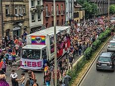 CSD-Saison 2018 - Streit um Parade-Route: CSD Freiburg siegt vor Gericht