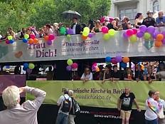 Evangelische Kirche - Wieder Kirchen-Truck beim Berliner CSD