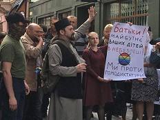 Ukraine: Rechter Mob verhindert queeres Festival