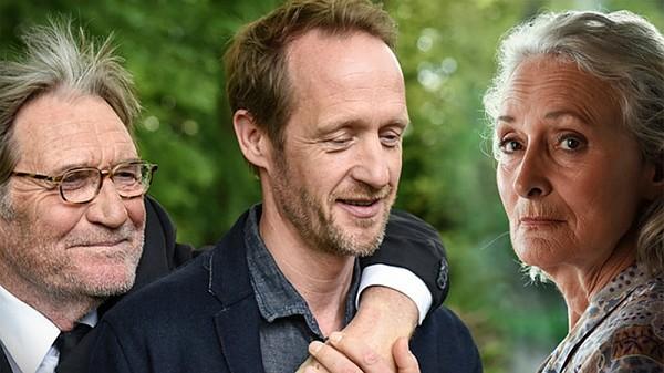 25 Jahre nach Cornelius' Coming-out steht die Exfrau vor der Tür