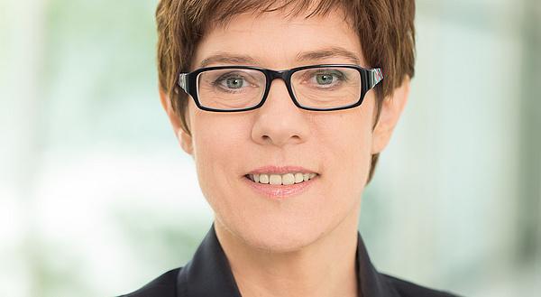 Annegret Kramp-Karrenbauer - Kramp-Karrenbauer verteidigt Ablehnung der Ehe-Öffnung