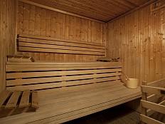 Schwule Mini-Orgie in öffentlicher Sauna: Gericht verwarnt Senioren