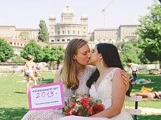 Schweiz: Nationalrat vertagt Abstimmung über Ehe für alle